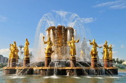 Fountain friendship of people in Moscow