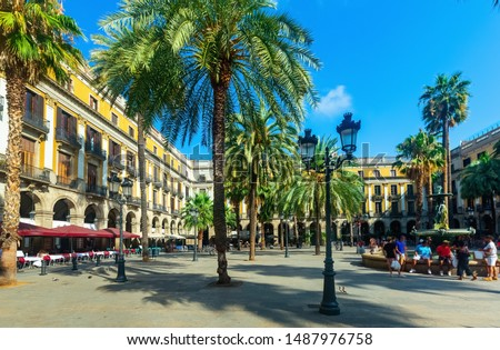 Fountain of Placa Reial (Royal Square) at daytime in Barcelona. Spain Foto stock ©
