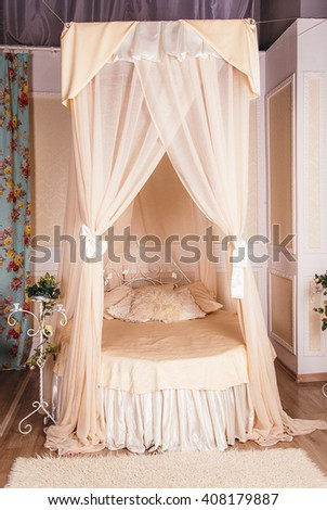four-poster bed  in the room