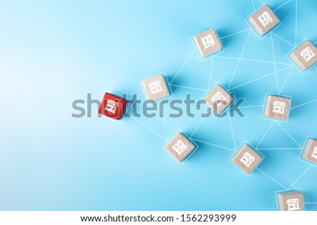 Franchise Business concept, Wooden block with franchise icon on blue background Stockfoto ©