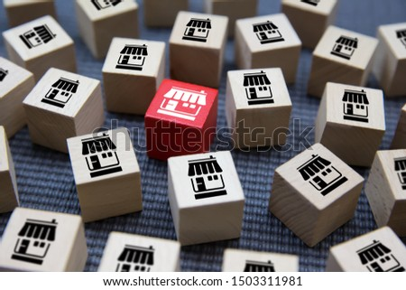Franchise business on Cubes wood concept or wooden blog with franchise marketing store icons for Business Growth,Credit approval for business expansion. Stockfoto ©