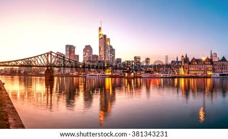 Frankfurt am Main, Skyline, Eiserner Steg Stockfoto ©