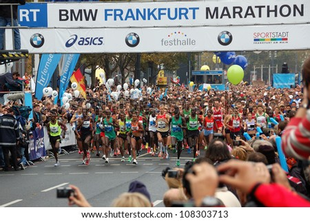 FRANKFURT, GERMANY - OCTOBER 30: Runners start the BMW Frankfurt Marathon, October 30, 2011 in Frankfurt, Germany.