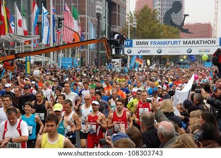 FRANKFURT, GERMANY - OCTOBER 30: Runners start the BMW Frankfurt Marathon, October 30, 2011 in Frankfurt, Germany.