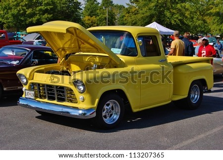 Frederick Md September 16 Vintage Yellow Ford Truck At