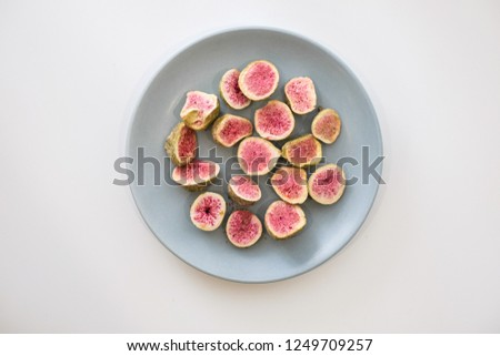 Freeze dried dried figs
