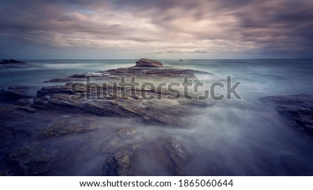 French coast of Brest, Bretagne. Atlantic Ocean. Cloudy and dramatic sky. Long exposure to silky water and rocks. spectacular beautiful and natural landscape. Stock fotó ©