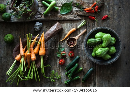 Fresh and organic local produced of various raw vegetables, looks so colourful on the wooden rustic table. moody light. Foto d'archivio ©