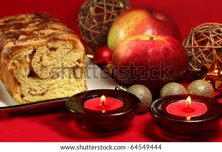 Fresh baked apple pie with red apples