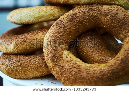 Fresh baked sesame bagle bun with sesame seed, close-up.