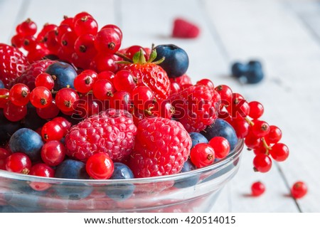 fresh berries  raspberry  red...