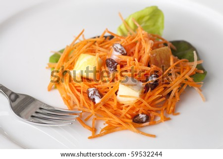 Fresh carrot salad with shredded carrots, raisins, apples and a light curry yogurt dressing.