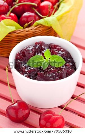 fresh cherry jam in a bowl Stock foto ©