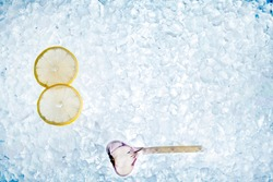 fresh crush ice with a slice of lemon and garlic for background