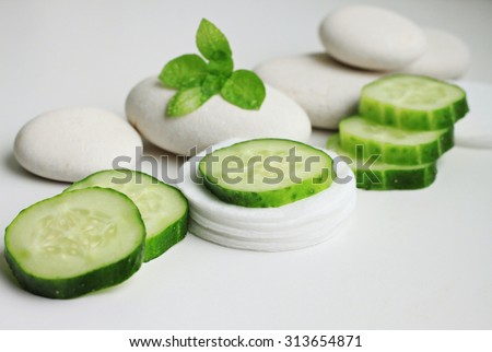 Fresh cucumber facial eye pads