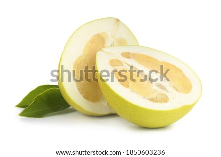 Fresh cut pomelo fruit and leaves isolated on white Foto stock ©