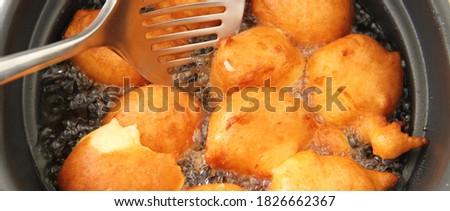 fresh donuts deep-fried in the deep fryer Stockfoto ©