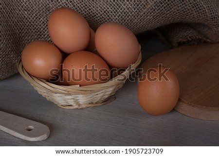 Fresh Egg With Burlap Sack Harvest on Wooden Table Background, Food Rustic Still Life Style. Concept and Idea for Homemade Food Art Decoration. Stockfoto ©