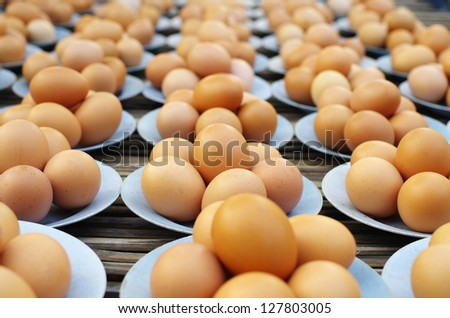 fresh eggs on disk for sale at a market