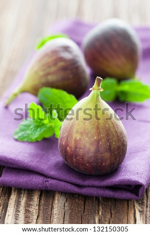 fresh figs with mint
