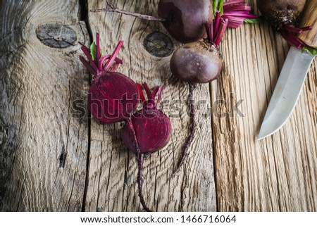Fresh homegrown beetroots on wooden rustic table, plant based food, local produce, close up. Organic vegetables, healthy  vegan eating, harvest time