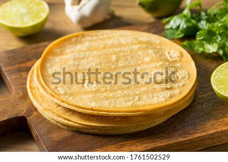 Fresh Homemade Corn Tortillas Ready to Cook Foto stock ©