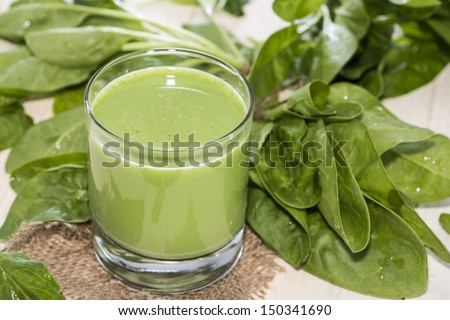 Fresh homemade Spinach Juice in a glass