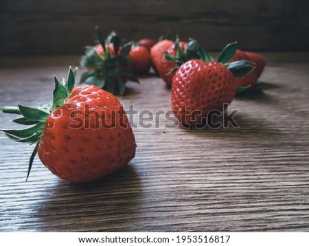 Fresh juicy strawberries with leaves. Strawberry. Zdjęcia stock ©