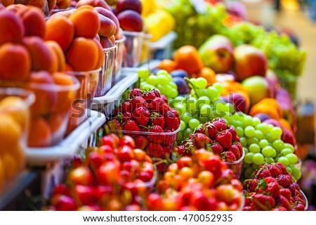 Fresh market produce at an outdoor farmer's market ストックフォト ©