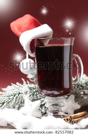 fresh mulled wine with christmas hat