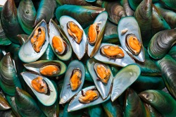 Fresh mussels at the market in Thaillnd