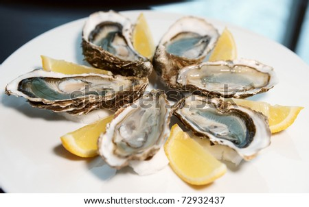 Fresh open oysters on plate