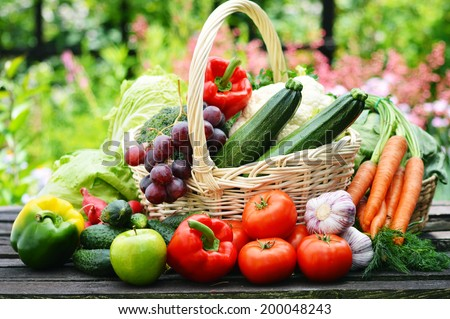 Fresh organic vegetables in wicker basket in the garden. #200048243