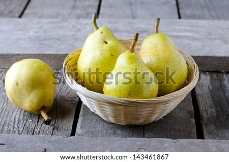 Fresh pears in a basket. Selective focus