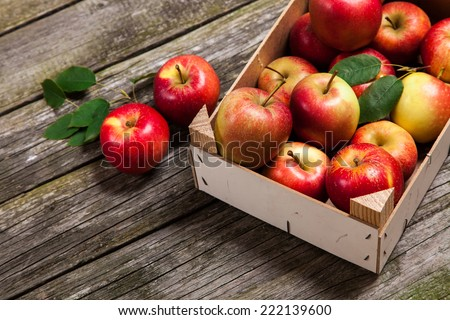 Fresh red apples in a wooden crate