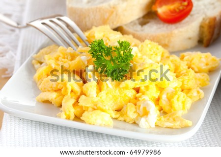fresh scrambled eggs with parsley and bread