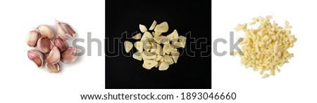Fresh sliced garlic isolated on black and white background set. Macro shot of chopped crushed garlic cloves, cut into pieces food ingredient Foto stock ©