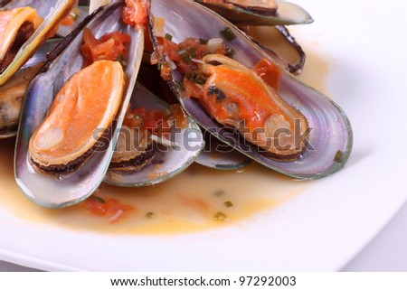 Fresh steamed mussels with sauce