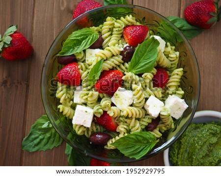 Fresh Strawberry Pasta Salad with Basil Pesto Zdjęcia stock ©