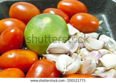 Fresh tomatoes, garlic and lemon.