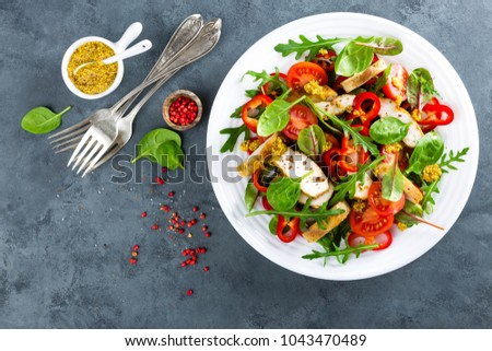Fresh vegetable salad plate of tomatoes, spinach, pepper, arugula, chard leaves and grilled chicken breast. Fried chicken meat, fillet with salad. Healthy food. Diet dinner or lunch menu