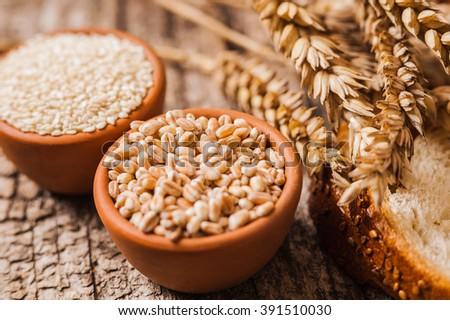 fresh wheat grains and flour.Ear of wheat bread #391510030