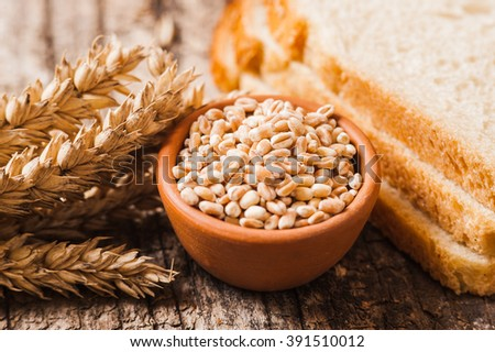 fresh wheat grains and flour.Slices of bread #391510012