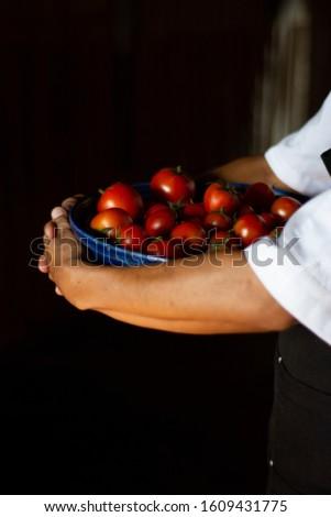 freshly cut fresh tomatoes on tray