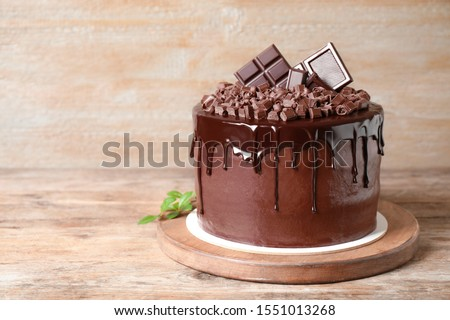 Freshly made delicious chocolate cake on wooden table. Space for text Foto stock ©