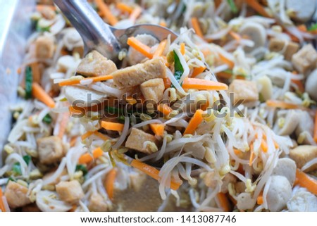 Fried bean sprout with many vegetables
