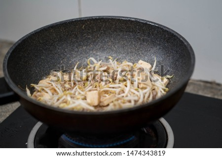 Fried  Bean sprouts wit pork and tofu