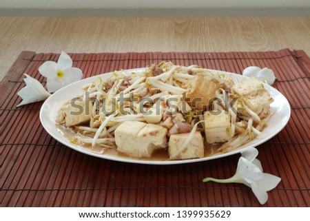 Fried bean sprouts with tofu