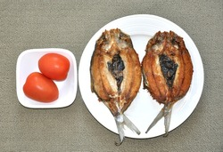 Fried fish and tomatoes
