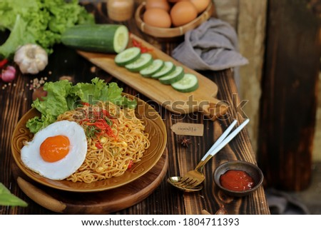 Fried noodles are one of the most popular foods in Southeast Asia, including Indonesia. Zdjęcia stock ©